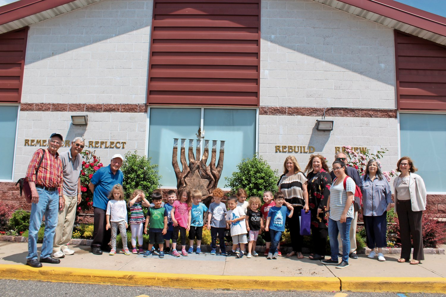 Teacher Shira Schuberg and her preschool students joined members of the Jewish Community Council of Oceanside to celebrate the freshly planted flowers.