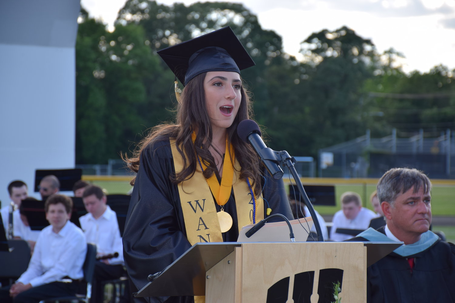 Valedictorian Samantha Minars expressed her appreciation for the Wantagh community in her remarks.