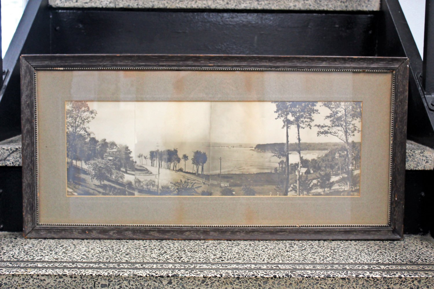 The mural is based on a composite photograph from 1905, which many believe was taken from Mayor F.W. Geissenhainer's estate overlooking what is Cliff Way and Hempstead Harbor.