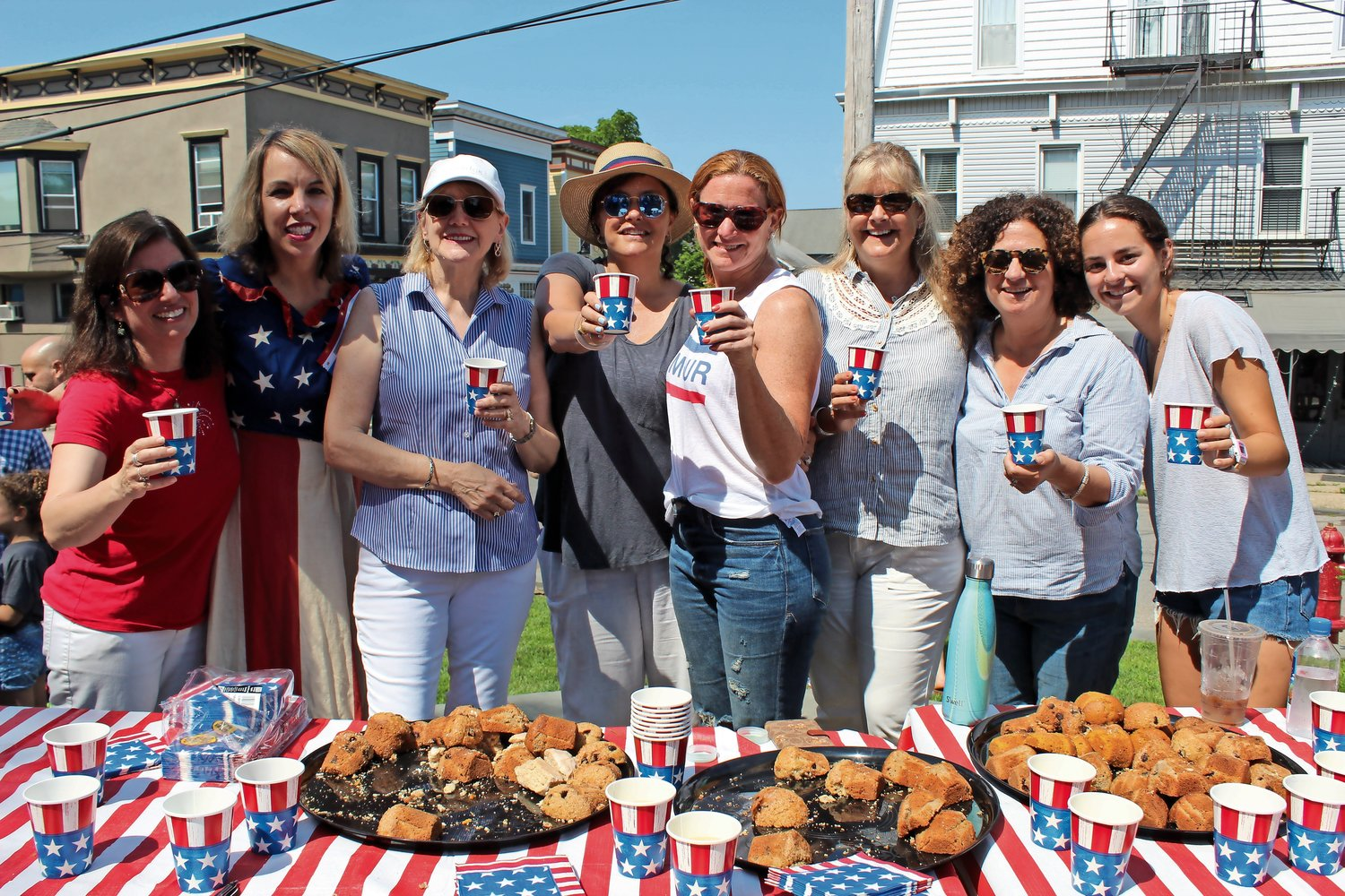 Members of the Sea Cliff Civic Association doled out muffins, tea and lemonade to hungry guests.