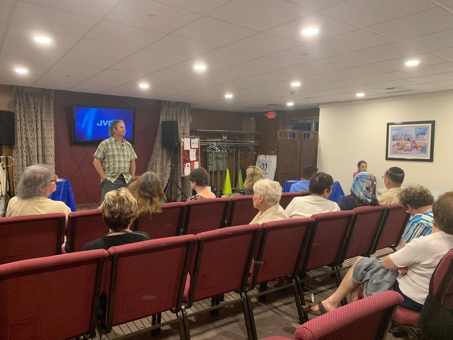 George Povall, executive director of All Our Energy, led a discussion on the adverse effects on plastic pollution at the Malverne Jewish Center on July 9.