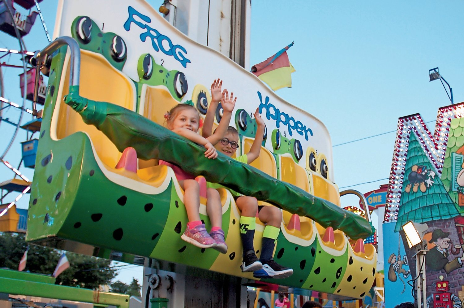 Alyssa Imperatore, 3, left, and Jake Pierce, 5, dared to lift their arms during the Frog Hopper ride.