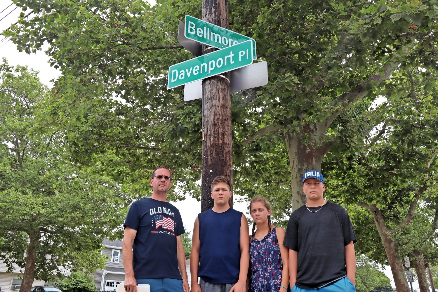memberS of The Eremitaggio family, who live on Davenport Place, are fighting for a traffic light at the intersection of Davenport Place and Bellmore and Alice avenues in Bellmore, which they say is dangerous.