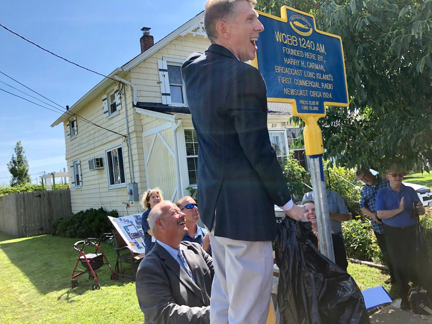 David North, representing the Press Club of Long Island, unveiled the new WGBB marker on Tuesday on Bedell Street, the original site of the radio station, which began broadcasting in August 1924.