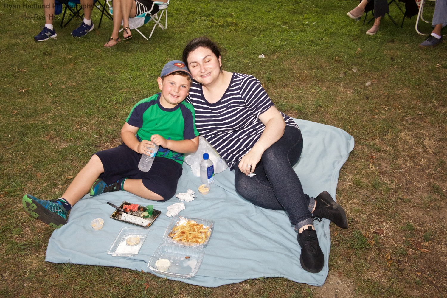 Levi Laub and his mother, Chani, enjoyed dinner during the performance.