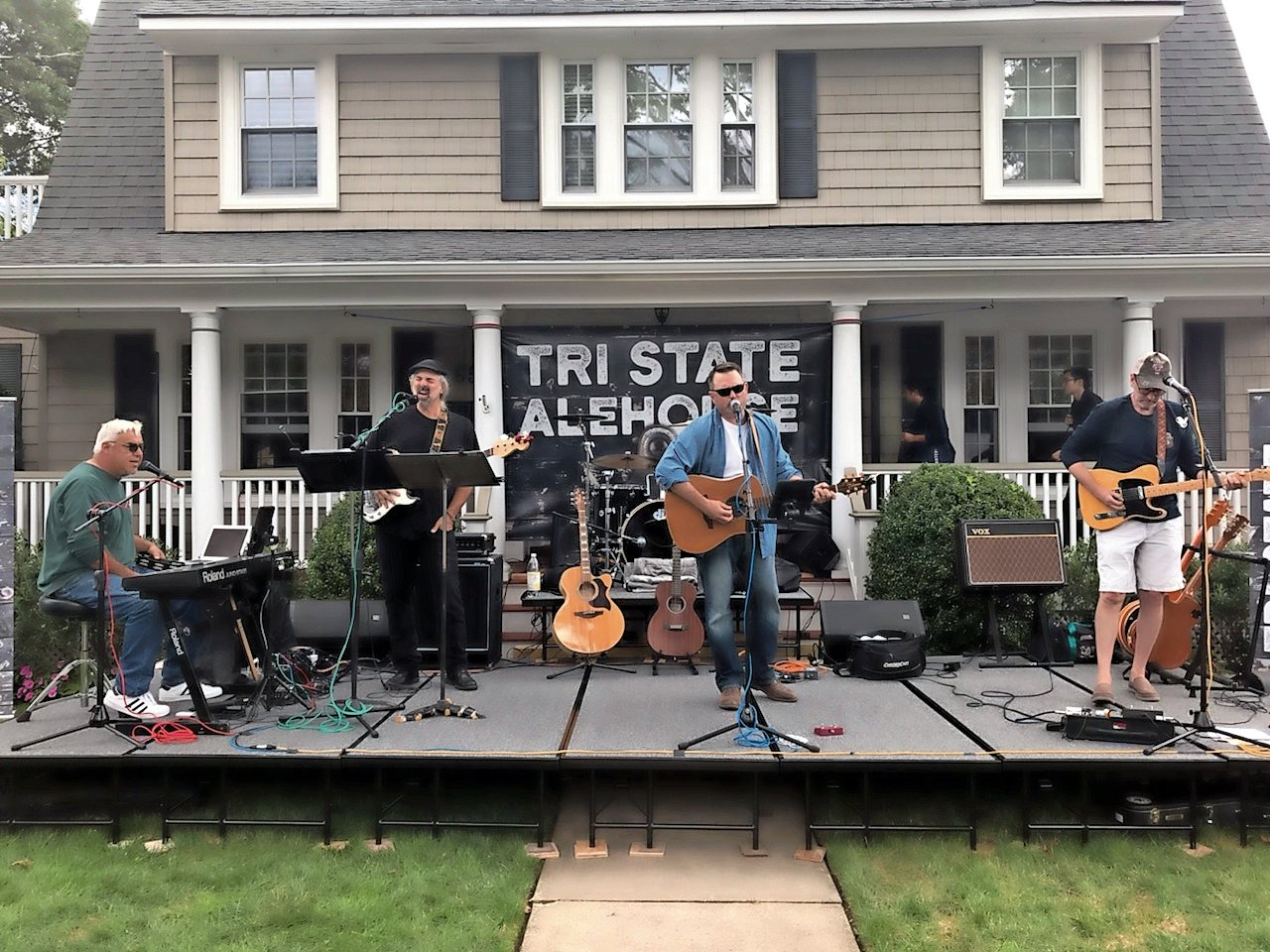 Tri State Alehouse performed on Pine Street.