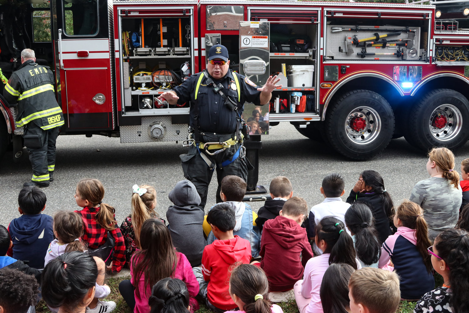 Assistant Chief Peter Cheswick taught children about fire safety at Meadowbrook Elementary School.