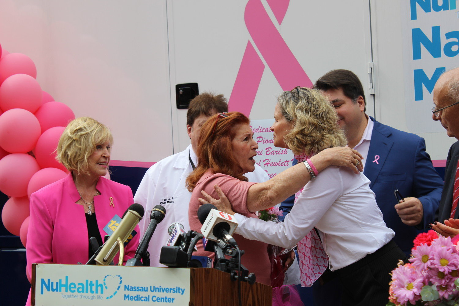 Hewlett House Executive Director Geri Barish, center, was honored by Nassau County Executive Laura Curran last year for raising breast cancer awareness on Long Island.