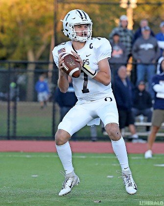 Sophomore quarterback Charlie McKee's 19-yard touchdown pass to Thomas Schmitt on the final play last Saturday gave the Sailors a thrilling 34-33 win over Massapequa.