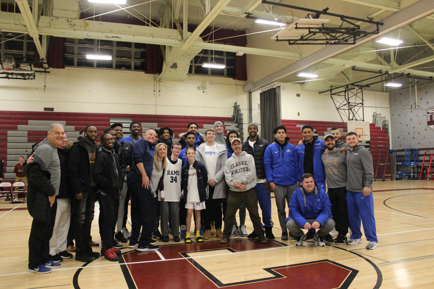 Members of the Hofstra men's basketball team supported Twible, having adopted him as an honorary member in January 2017.