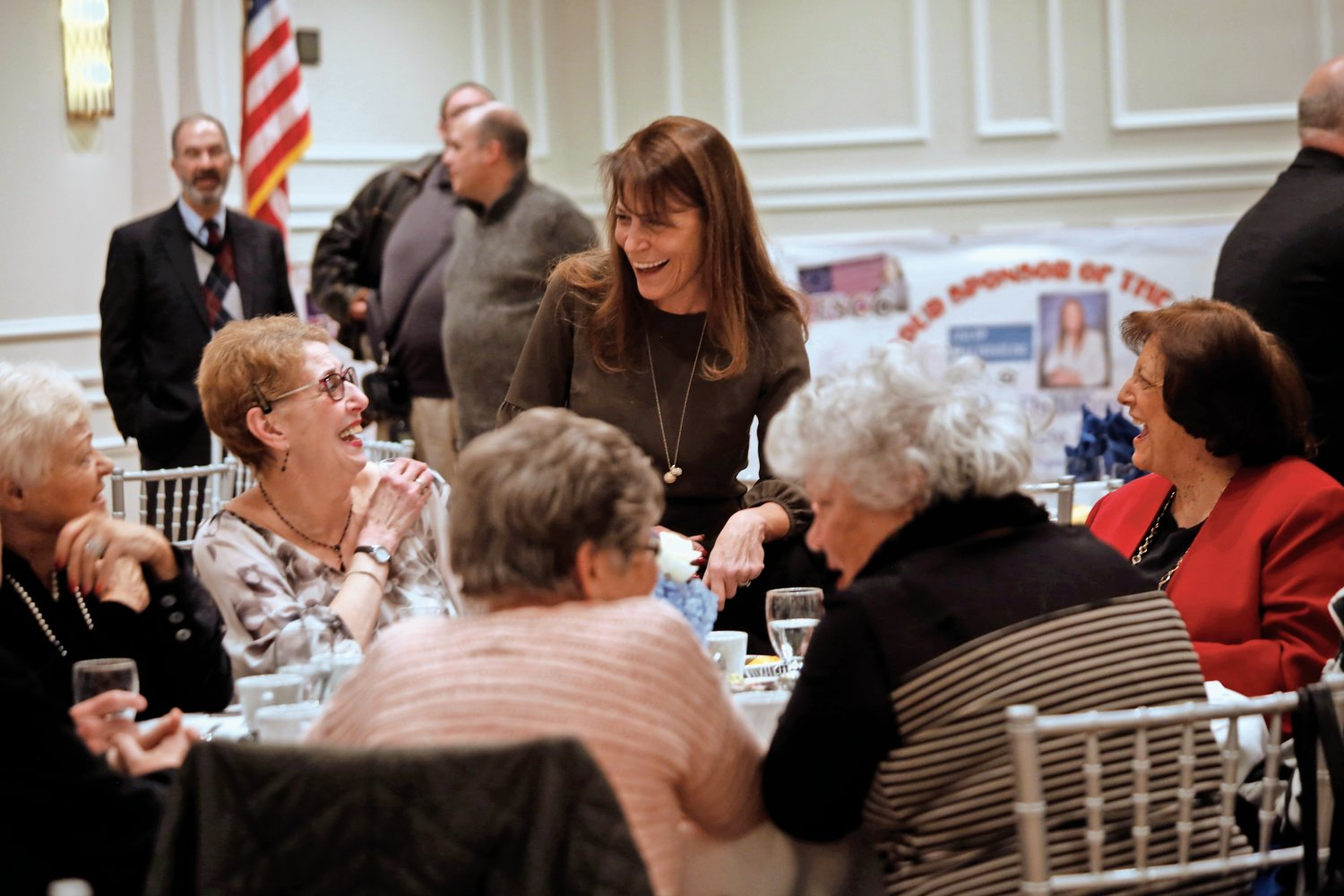 Chamber members mingled at the installation dinner.