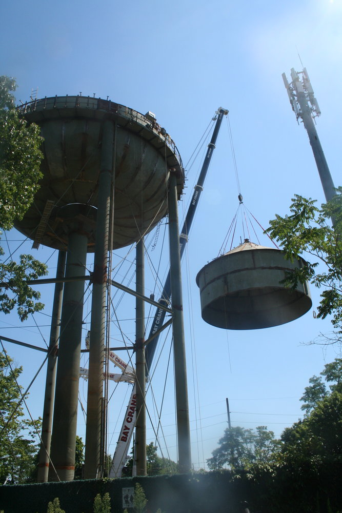 The new tank took roughly 20 minutes to be lifted and secured onto the tower.