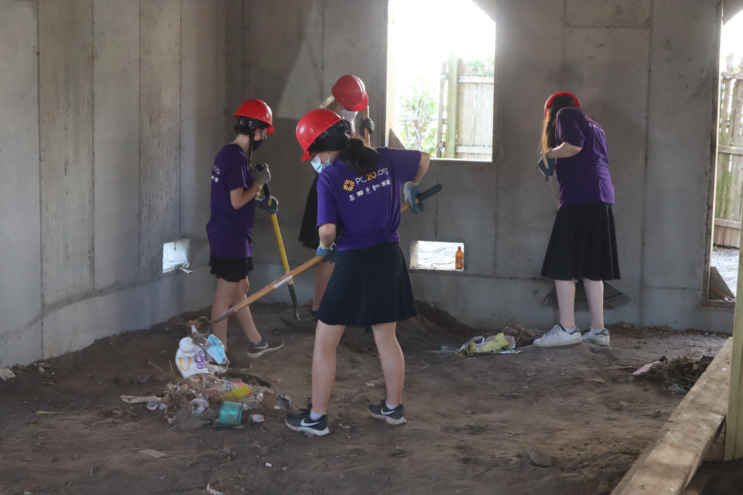 Local teenage girls were among the volunteers for the National Conference of Synagogue Youth.
