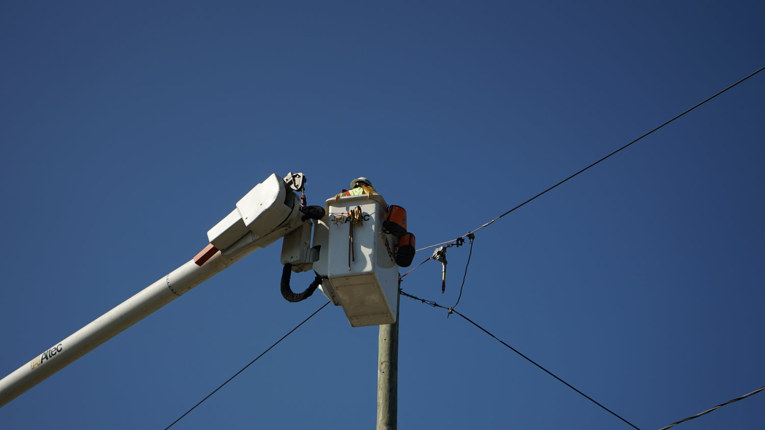 A PSEG Long Island worker began repairs on power lines at around 9 a.m.