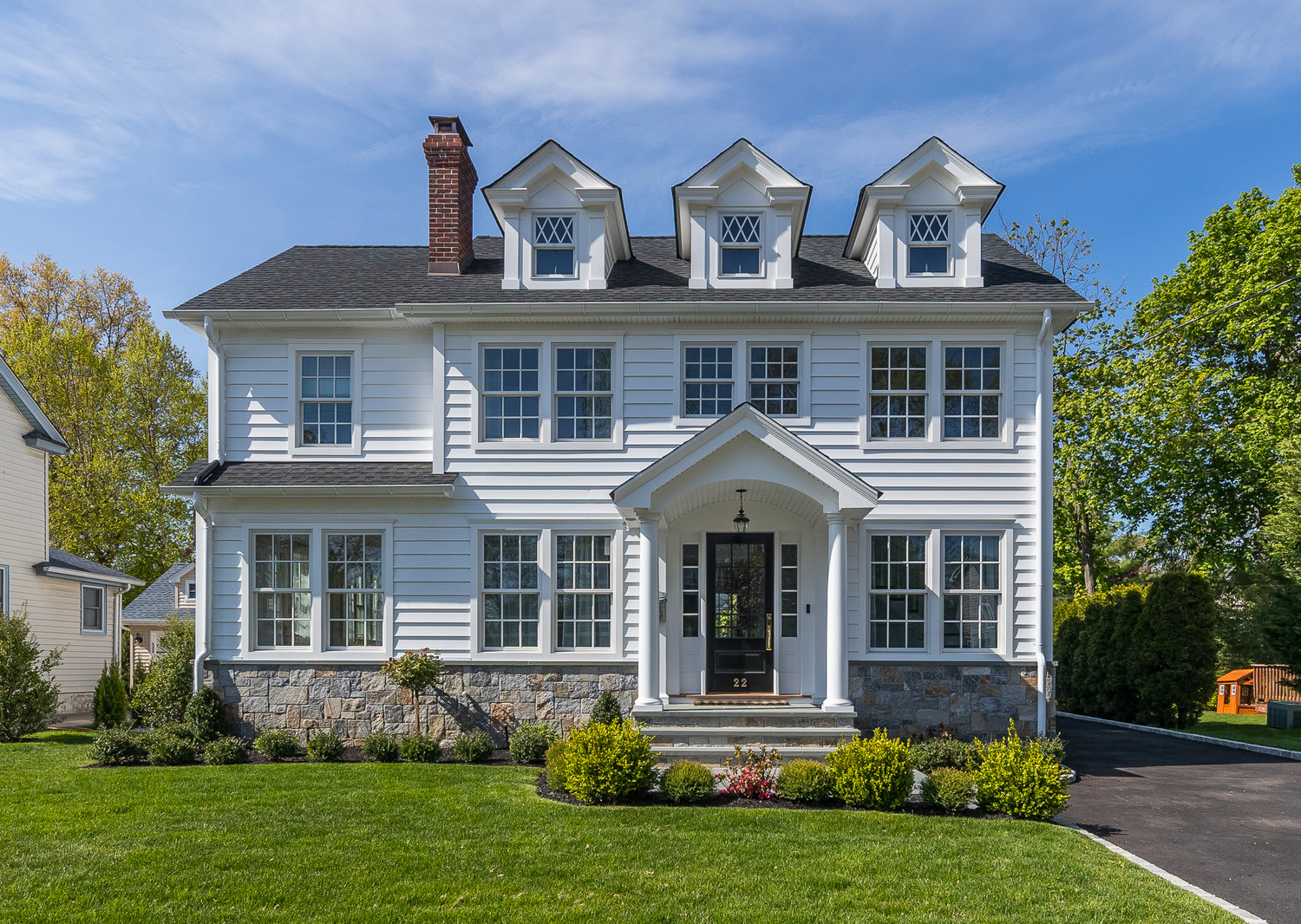 This home on Hampton Court recently sold for $1,670,000. It was listed at $1,685,000.