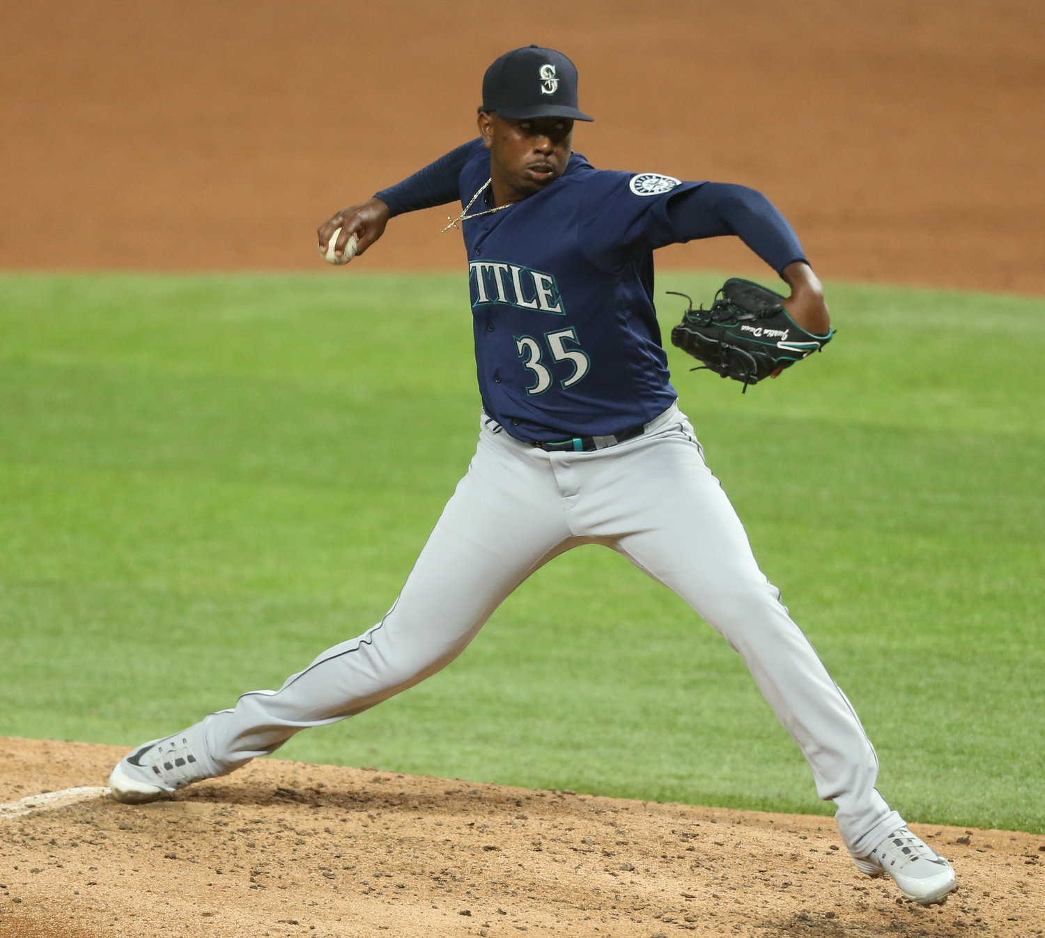 Justin Dunn, who was traded by the Mets to Seattle in 2019, earned the first win of his MLB pitching career on Aug. 10.