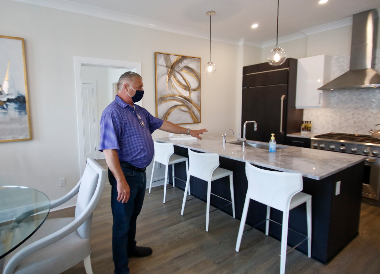 Joe Graziose provided tour of a 2-bedroom, ½ bathroom suite in The Beacon.