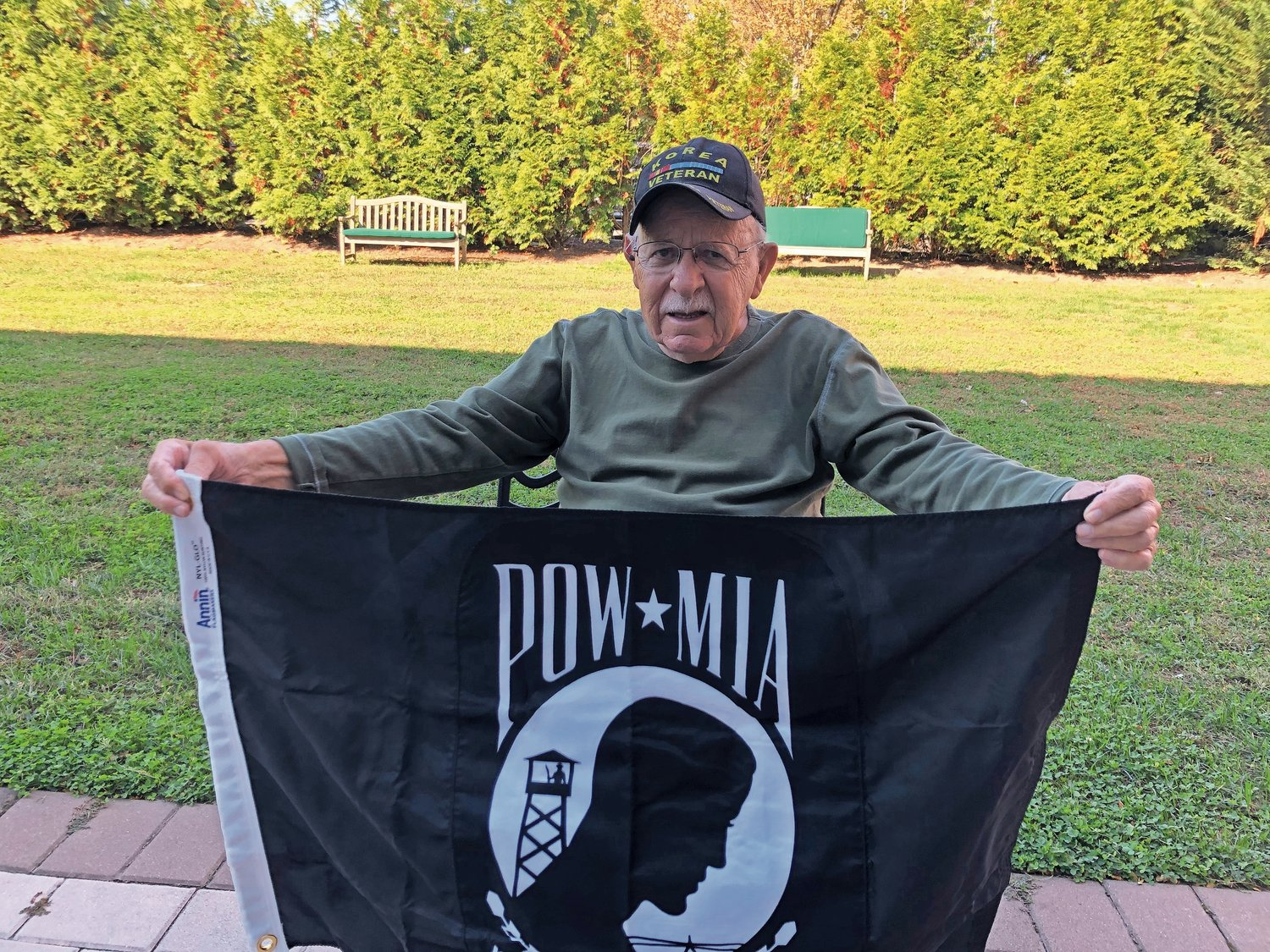 When Irving Liebowitz realized that the Hebrew Home at Riverdale was missing a POW/MIA flag, he called on his friends at the Jewish War Veterans Post 652 in Merrick to help remedy that in time for Veterans Day.