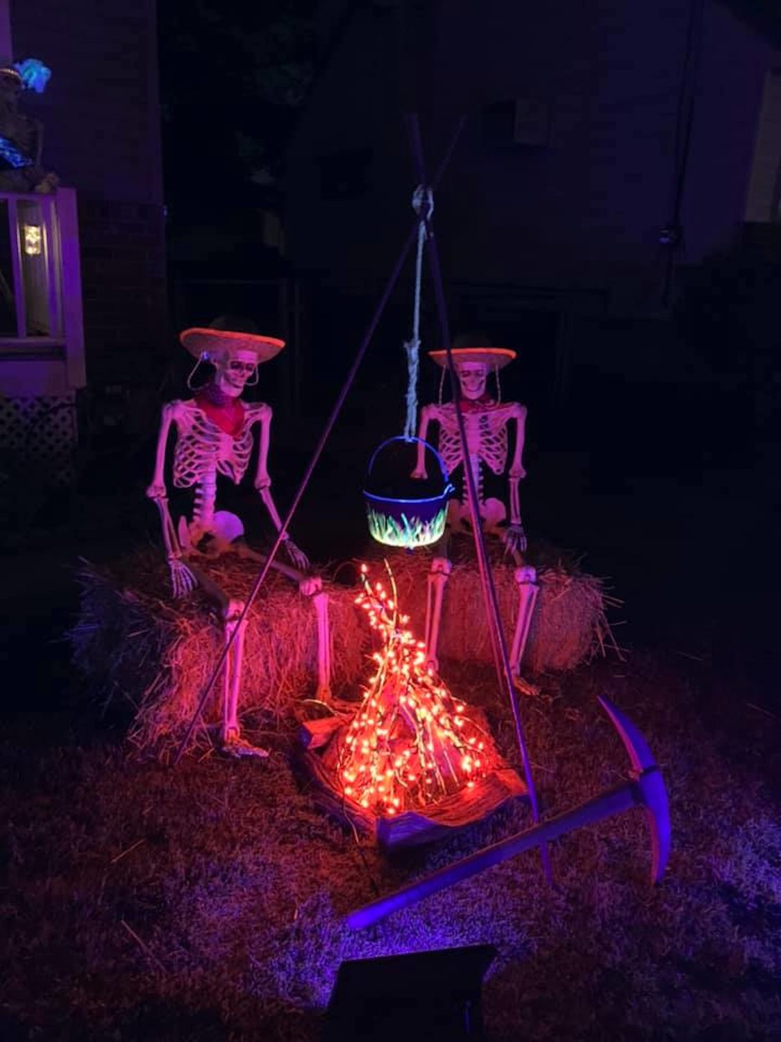 Massie's yard also features a pair of skeletons sat by the campfire to exchange spooky ghost stories.