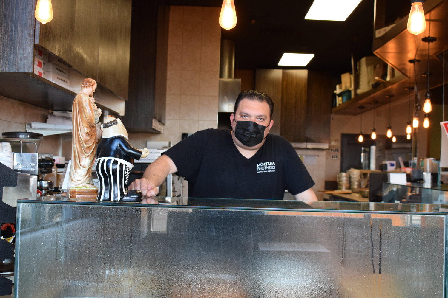 Frank Montana, of Montana Brothers Pizzeria and Catering, worked the counter. The restaurant has dealt with limited-capacity seating and increased expenses because of the coronavirus pandemic.