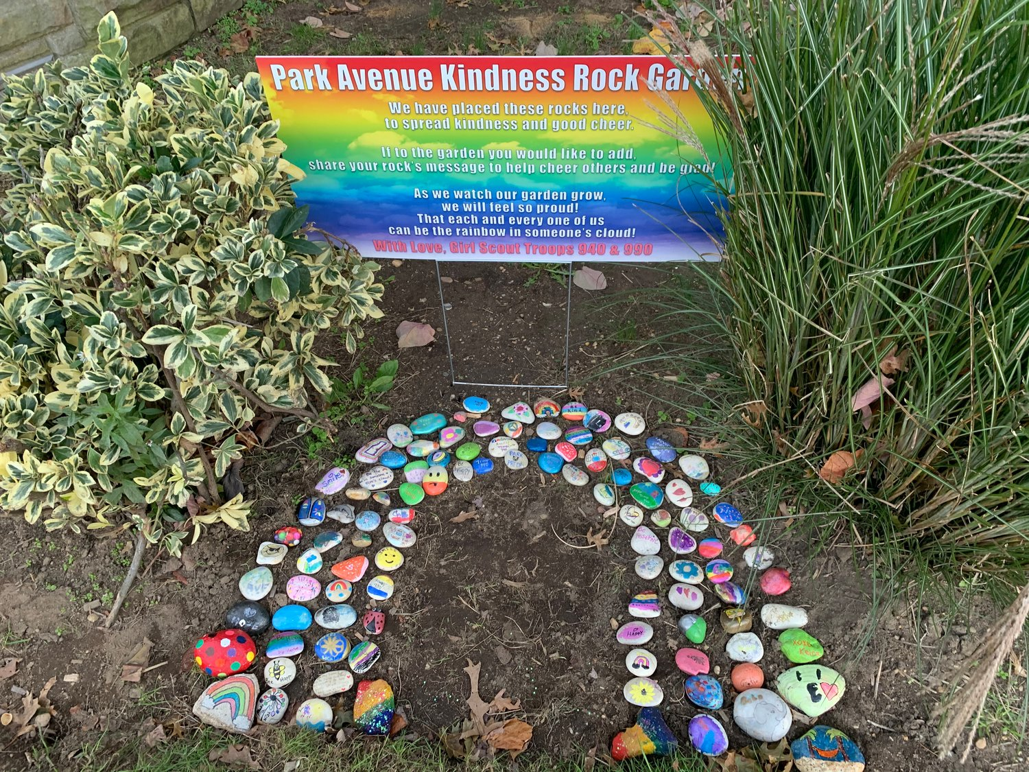 Daisy Girl Scout Troop 940 and Junior Girl Scout Troop 990 came together to create a kindness rock garden at Park Avenue Elementary School.