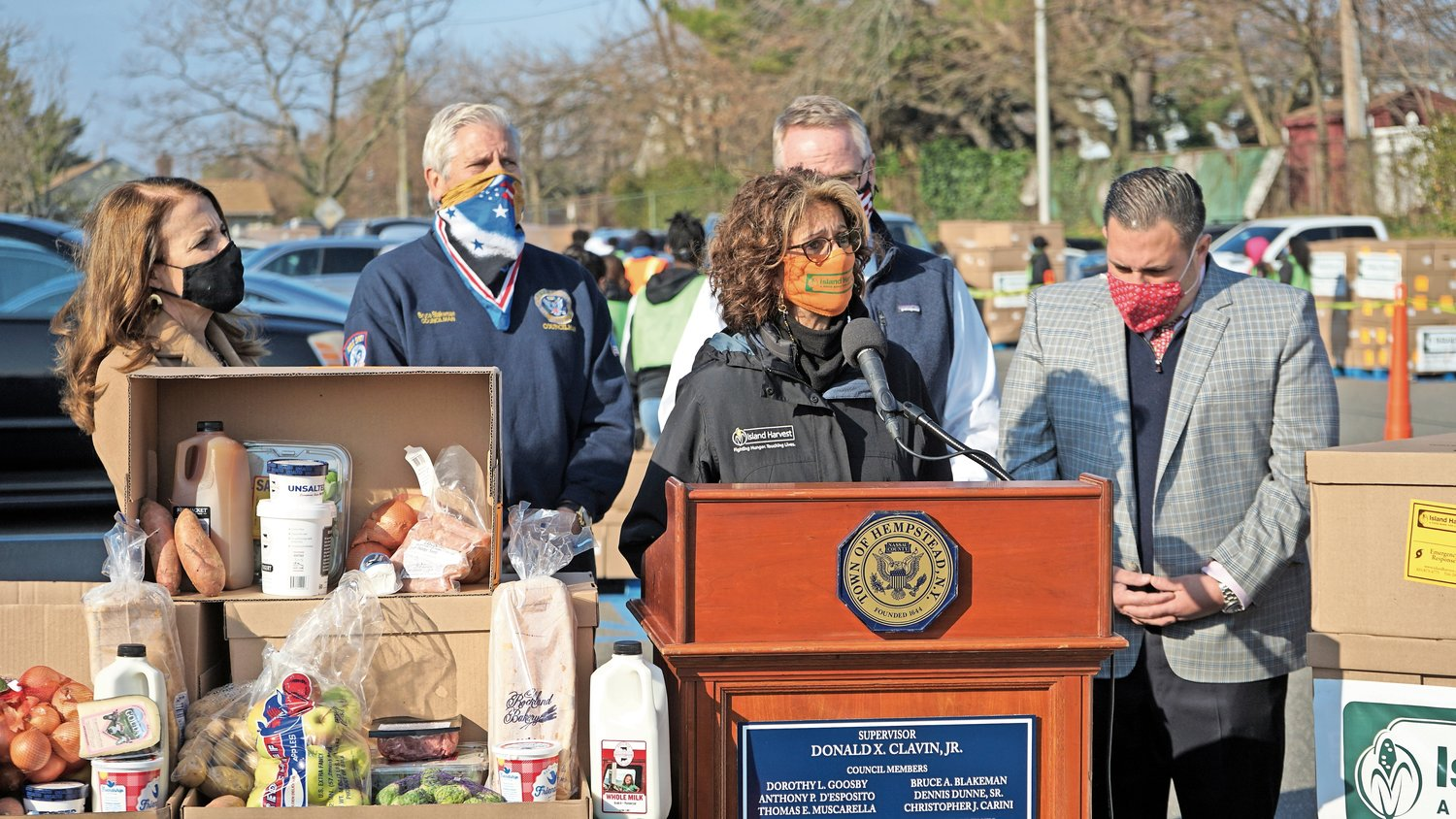 Island Harvest President and CEO Randi Shubin Dresner spoke about food insecurity with town officials at a food distribution event last Friday.