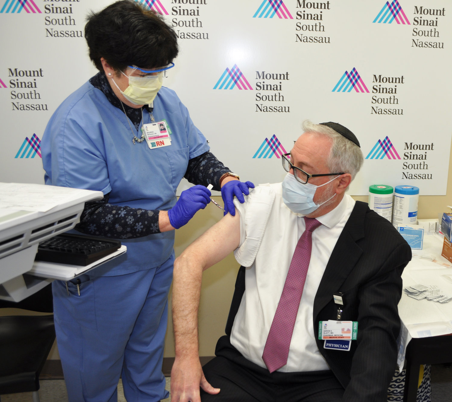 Dr. Aaron E. Glatt, chairman of the Department of Medicine and chief of infectious diseases at Mount Sinai South Nassau, received the second dose of the Covid-19 vaccine from retired Nurse Maureen McGovern.