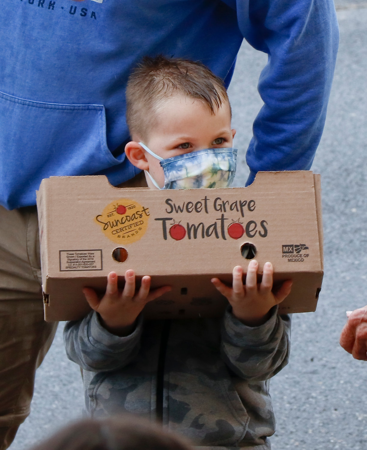 The      youngest mover, Wade Becher, 4, of Oceanside, helped his dad Tom pass food along the line.