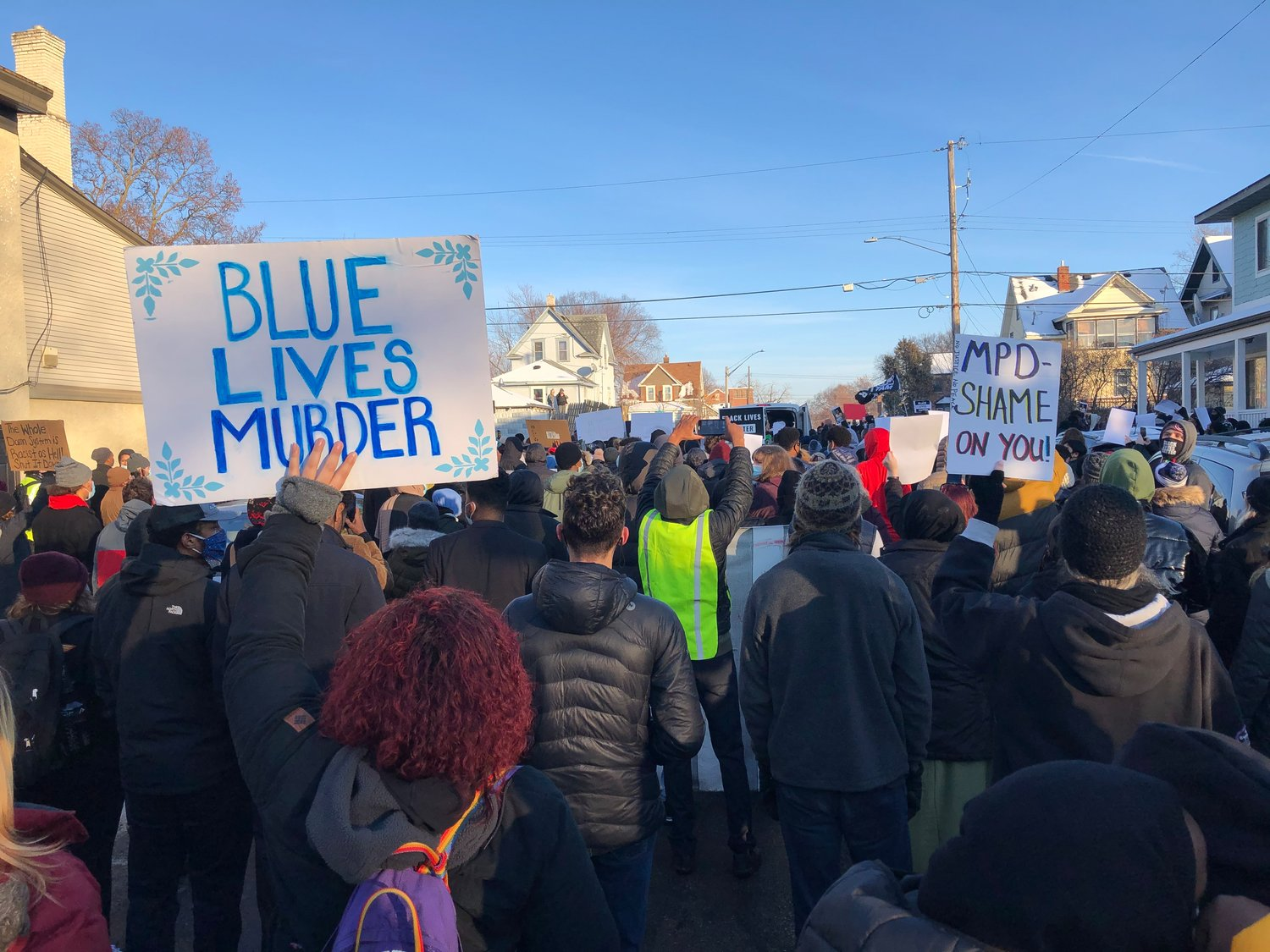 Nearly 1,000 people assembled at the Holiday gas station at 36th and Cedar Ave. on Jan. 3, 2021 to protest the fatal shooting by police of Dolal Idd there on Dec. 30, 2020. Demonstrators marched to E. Lake St. then back on Bloomington Ave., demanding justice and transparency. (Photo by Jill Boogren)