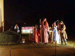 lving-nativity-04