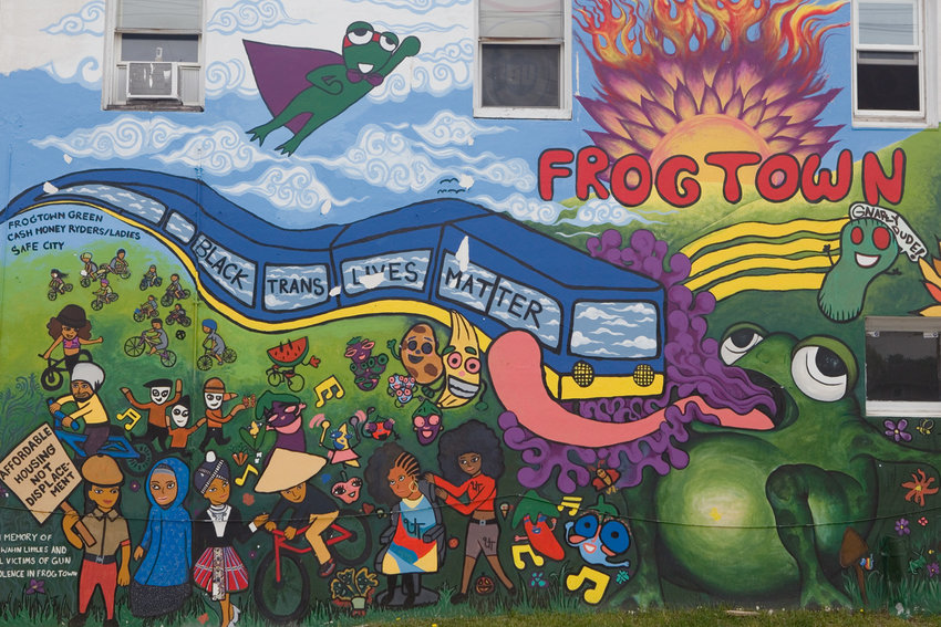 A mural adjacent to the Lily Pad garden on the southwest corner of Dale St. and Lafond Ave. celebrates neighborhood pride. (Photo by Margie O'Loughlin)