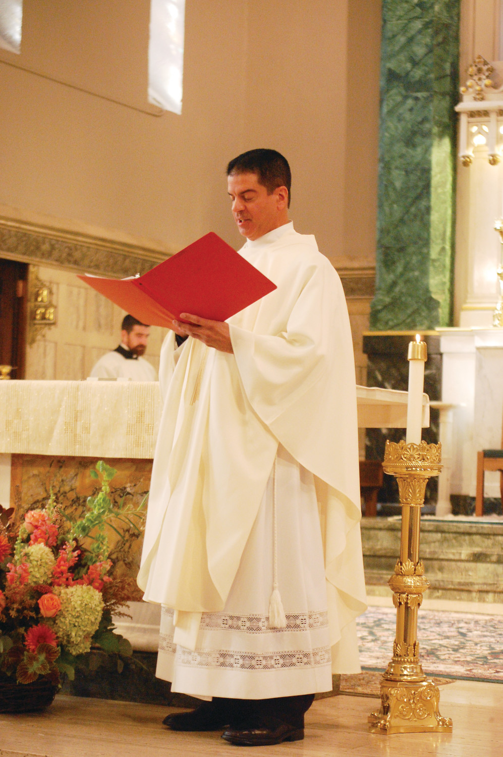 Father Sousa leads the congregation in the Creed and takes an Oath of Fidelity to the teaching authority of the Church at his installation Mass.