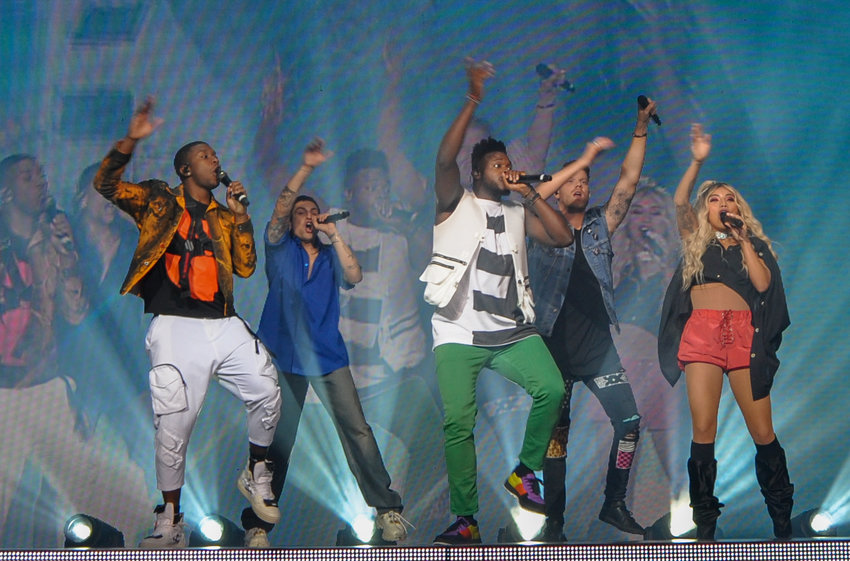 "Mega-stars Pentatonix did not disappoint, performing their beautiful a capella renditions of ""Hallelujah,"" ""Jolene,"" and even fulfilled my expectations by performing Simon and Garfunkel's ""Sounds of Silence."""