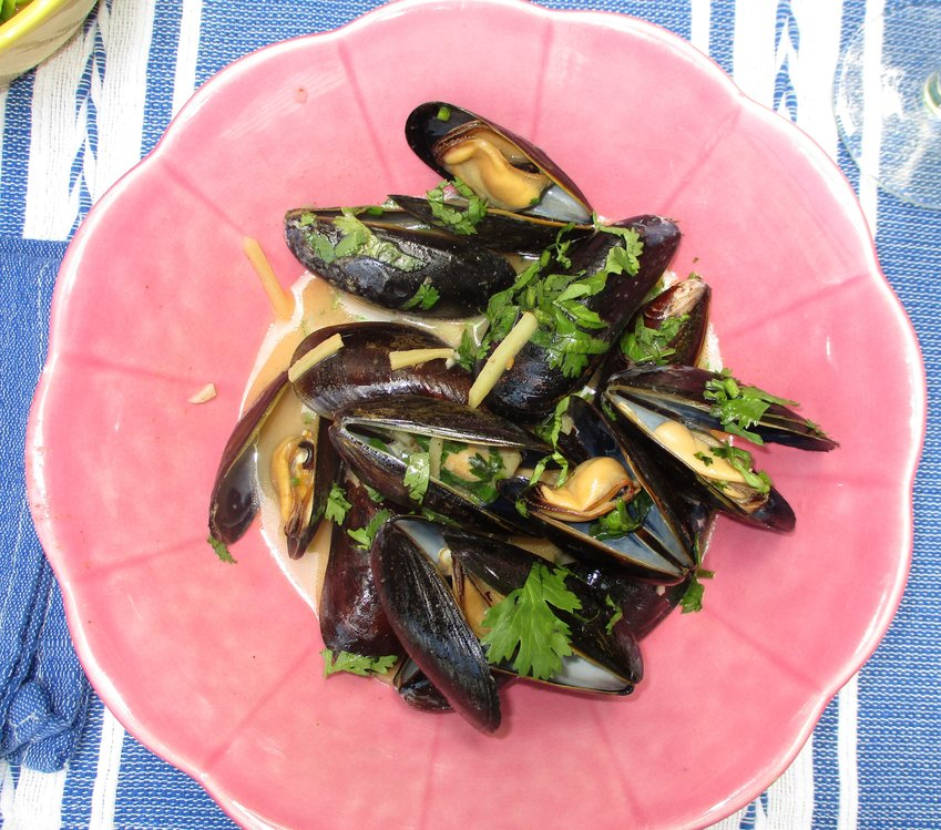 Mussels in Thai coconut sauce with ginger.