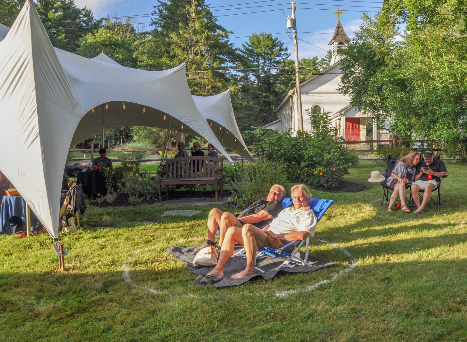Safely distanced under tents and spaced apart in pairs or groups on the lawn, audience members were treated to a magical evening under the stars, serenaded by the truly gifted Nicholas Rodriguez in the garden of the Forestburgh Playhouse.