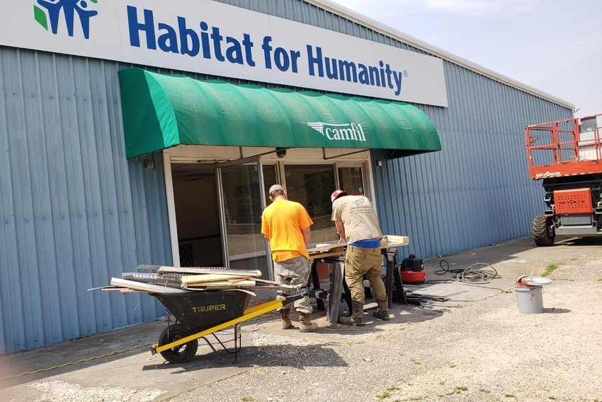PHOTOS BY KAREEM WILSON / THE SUMTER ITEMConstruction is underway for the new Habitat for Humanity ReStore and administration office at 812 S. Guignard Drive.