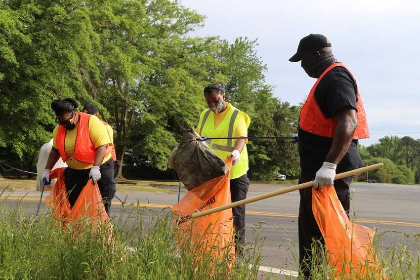 Hundreds of volunteers picked up hundreds of bags of litter from Sumter's roads on Saturday as part of an event ahead of Earth Day.