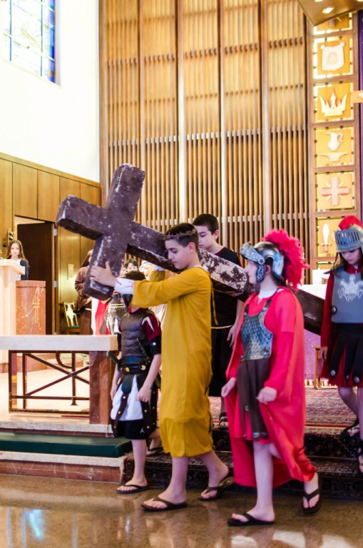 Michael DeMeo as Jesus, soldiers from left to right: Riley Souza, Sara Groves and Caitlyn McCarthy; apostle behind Jesus: Joseph Myre; far left, Diana Stover as narrator.
